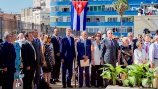 Trump szigorúbban lép fel Kuba ellen, de nem kezdi újra a hidegháborút