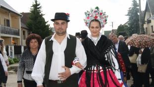 Nemzetközi lakodalmas fesztivál volt Ajakon