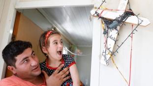 Három év után megtalálta családját a hatéves Christina, aki az Iszlám Állam elől menekült