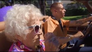 Megható videóklippel lepte meg Macklemore 100 éves nagymamáját