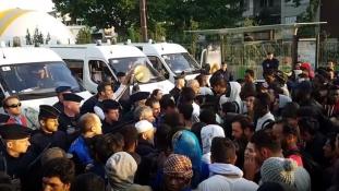 Kiürítették az illegális menekülttáborokat Párizsban – több, mint 2700 embernek kellett mennie