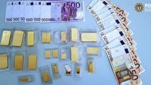 Egy kiló aranyat hagyott valaki egy berlini fa alatt