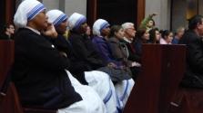 Az apácák levédették Teréz anya híres száriját