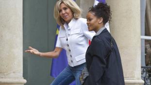 Rihanna az Elysée-palotában – videó