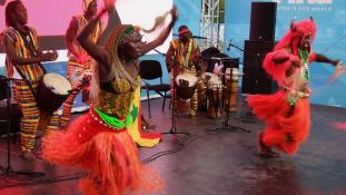 Káprázatos afrikai táncosok a Margitszigeten – a Ballet Camara előadása / képriport