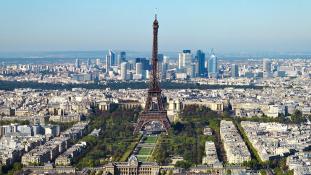 Netanjahu Párizsban a franciaországi zsidóüldözés kezdetének 75. évfordulóján