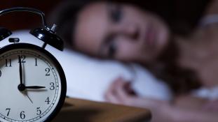 Húsz százalékkal kevesebbet alszunk, mint hetven éve