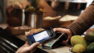 Már itthon is egy érintéssel fizethetünk a mobilunkkal