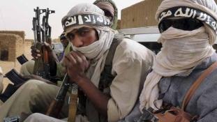 Videó az iszlamisták túszairól – Macron elnök terrorellenes csúcson Maliban