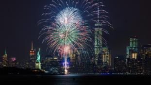 Tűzijáték a függetlenség napján New Yorkban – videó