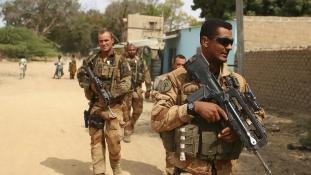 Száheli haderő felállítása érdekében utazik Maliba a francia elnök