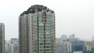 Kastélyt épített egy pekingi panel tetejére egy kínai professzor