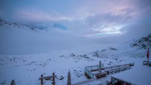 Elege van a hőségből? Svájcban havazás zavarja meg a nyarat!