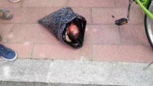 Postán akarta feladni csecsemőjét egy kínai anya