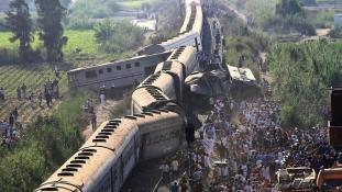 Több mint 40 embert gyászol Egyiptom – halottak és sebesültek a vonaton