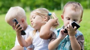 Az okostelefon-függő gyerekek menthetik meg Nagy-Britanniát
