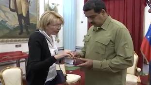 Venezuela:  leváltották a főügyészt, aki választási csalással vádolja az államfőt