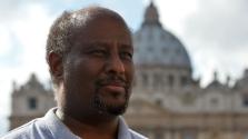 Rendőri vizsgálat a migránsokat támogató pap ellen