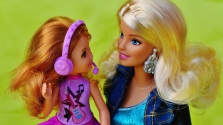 Barbie babával akartak felrobbantani egy utasszállító gépet