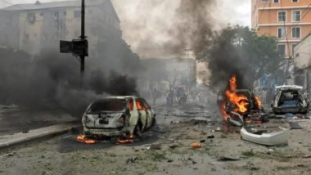 Autóba rejtett pokolgép robbant járókelők mellett egy kikötővárosban