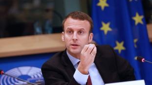 Macron a visegrádi országok megosztottságára játszik