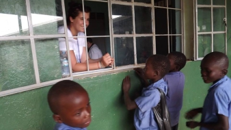 Egy lány visszamegy Afrikába – segítsünk, hogy segíthessen