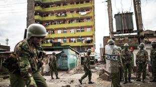 Bármikor elszabadulhat a pokol Kenyában, már halottak is vannak – videó