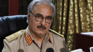 Líbia kemény legénye odacsapna az olasz hadihajóknak