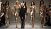 A 90-es évek legnagyobb szupermodelljei Gianni Versace előtt tisztelegtek