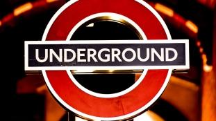 Pánik a londoni metróban: robbanás a reggeli csúcsforgalomban – legkevesebb 20 sebesült – videó
