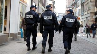 Dühös rendőrfeleségek az utcákon Franciaországban
