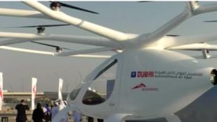 Pilóta nélküli repülő taxi Dubajból – videó