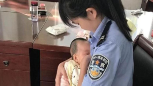 A rendőrnő szoptatta meg a vádlott csecsemőjét a bíróságon