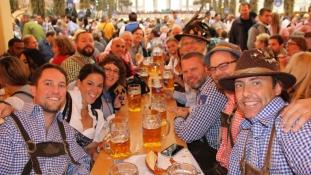 Hatmillió sörbarátot várnak az Oktoberfestre óriási rendőri készültség mellett – videó