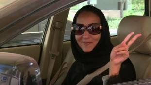 Történelmi fordulópont – vezethetnek és stadionba is mehetnek a szaúdi nők