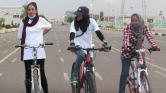 Vagány lányok a szudáni utcákon