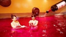 Fürödjön vörösborban vagy csokiban Japánban