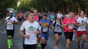Mi vonzott rekordszámú külföldit a vasárnapi Budapest Maratonra?