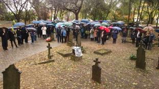 Az esőben is sokan emlékeztek 1956-ra Dunakeszin