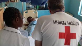 Húsznál több sikeres műtét – hazaindultak Malawiból a magyar idegsebészek