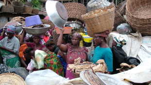 Életet ünneplő koporsók és kedves emberek – szubjektív képes útinapló Ghánáról