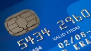 Mérföldkő jön – hamarosan lekörözi a kártya a készpénzt