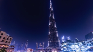 Börtön járhat a brit turistának, aki véletlenül megérintett egy férfit Dubajban