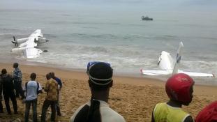 Katonai szállítógép a tengerben – négy halott / videó