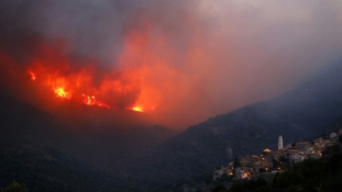 Tűzvész Korzikán – több mint 2.000 hektár égett ki a hétvégén / videó
