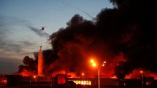 Lángok és füst Moszkva külvárosában – videó