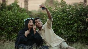 Egész Egyiptomot levette a lábáról a nagymama fotóival egy fiatal férfi