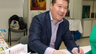 Csehországban félig japán a migránsellenes  párt vezére, aki ki akarja vezetni hazáját  az Európai Unióból