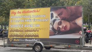 Párizs polgármesterasszonya a francia Puncs ellen