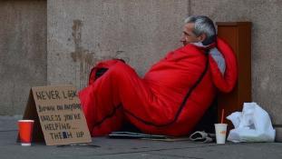 Hajléktalanoknak helyeznek ki automatákat az Egyesült Királyságban